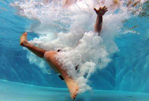 ドレッドヘアでプールに入るとき気をつけることは? dreadlocks swimming pool